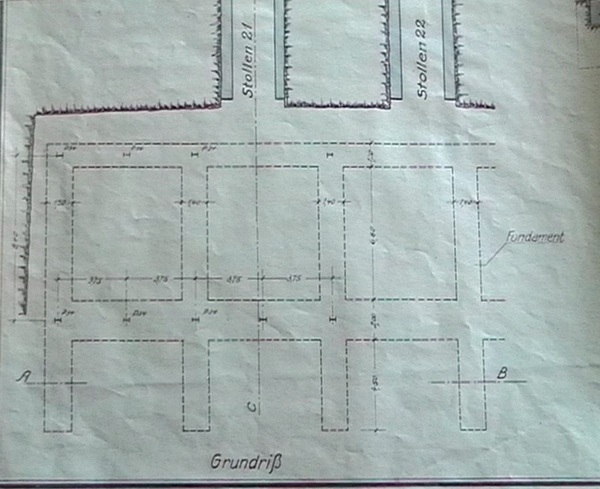 Eisenkonstruktion vor Stollen 21 und 22