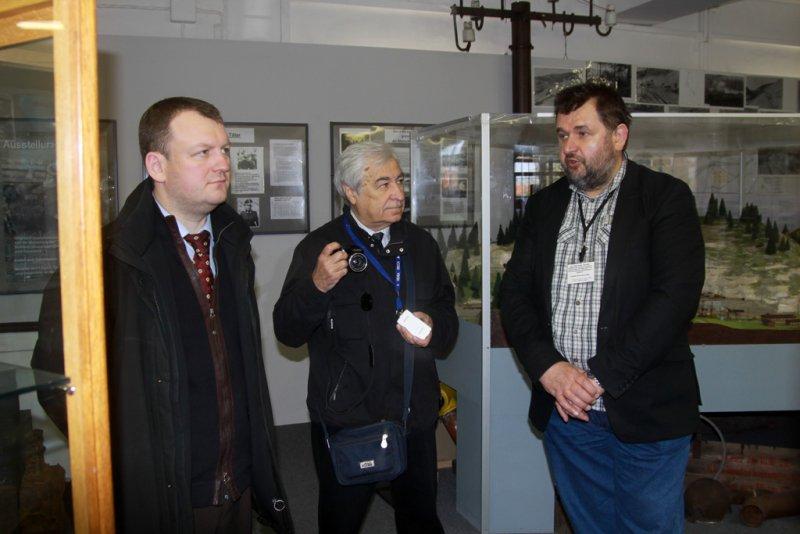Im Dokuzentrum Konsul und Journalist der Prwada